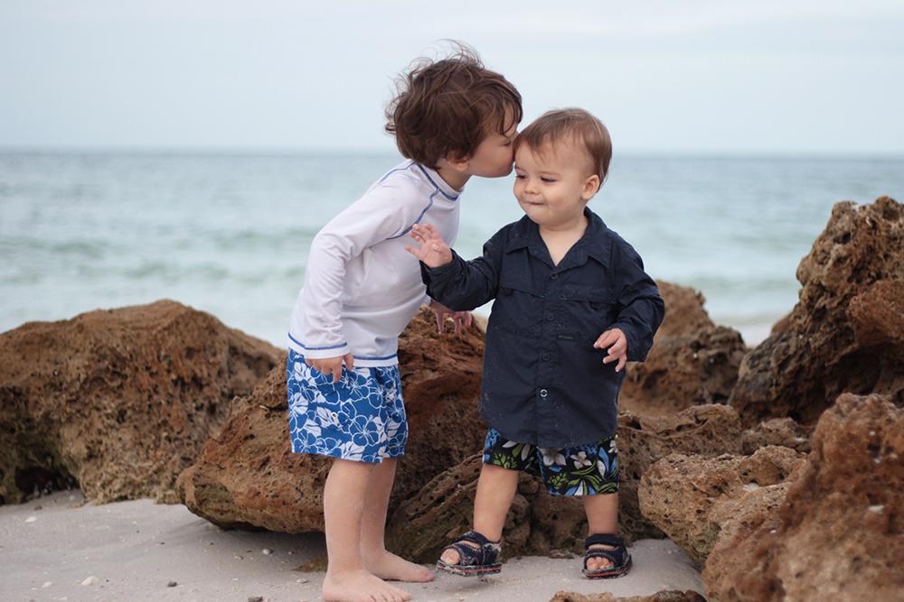 boys-kissing-at-the-beach