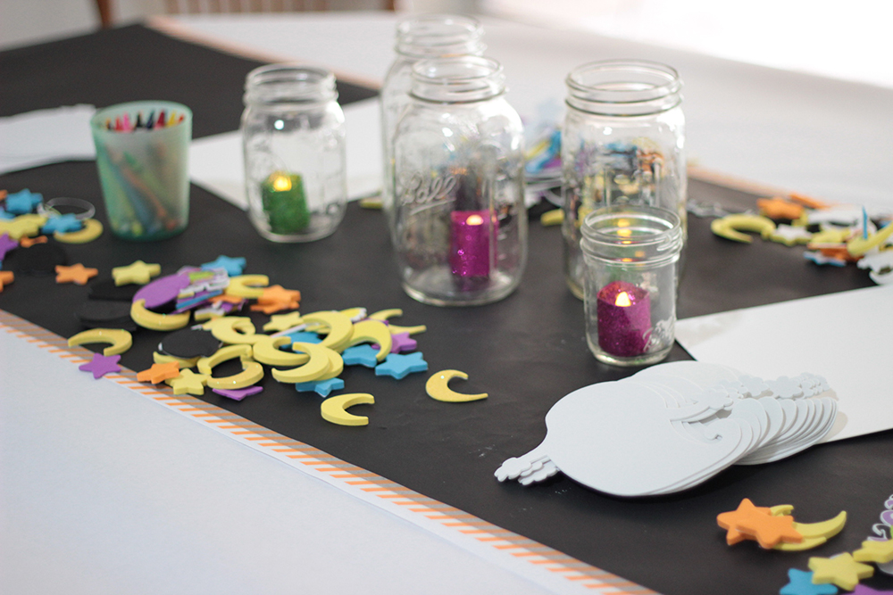 halloween-craft-table