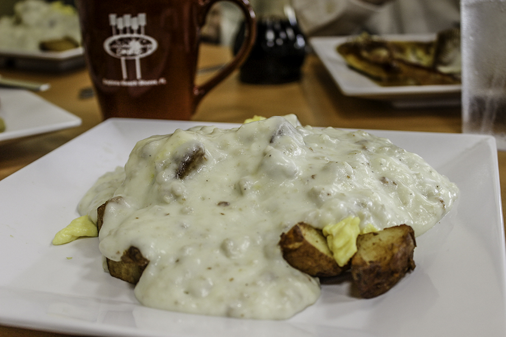 48 Hours in Daytona Beach: Biscuits and Gravy at the Broken Egg Cafe in Daytona Beach
