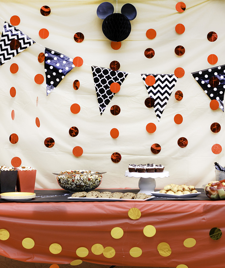 Mickey themed party Easy Party Table Decor #DisneyKids