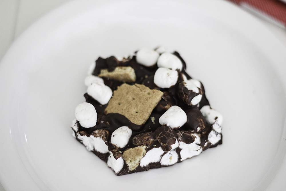 S'mores bark recipe. Perfect summer dessert recipe or end of the year treat