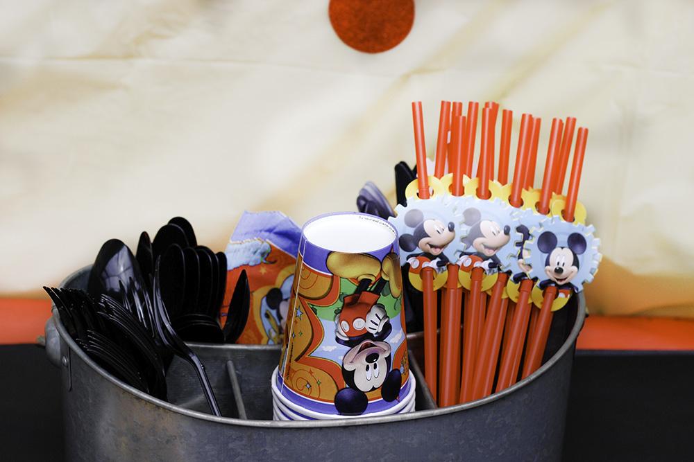 mickey themed party Utensils #DisneyKids