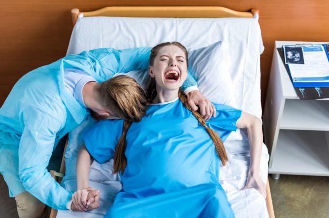 Woman giving birth- reasons I'm skipping the epidural