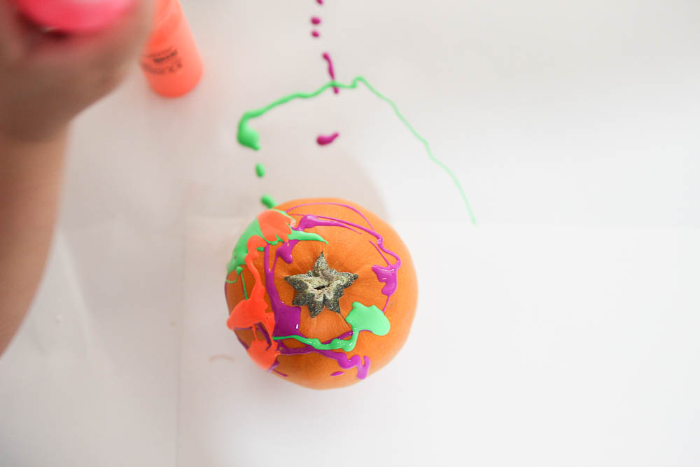Drip paint pumpkins is so much fun. It's an easy pumpkin decorating hack for kids.
